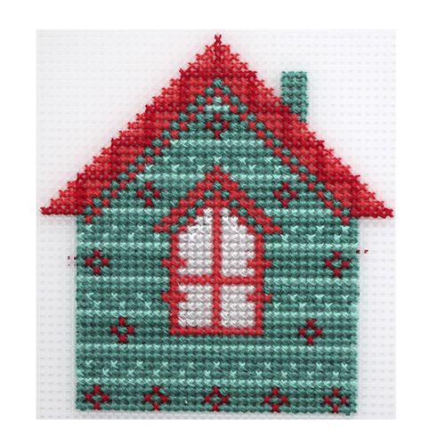 П-0016 Набор для вышивания на пластиковой канве Hobby & Pro Kids 'Домик', 10,5*11 см