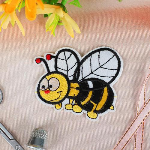 2612284 Термоаппликация Пчела 7,7*6,3см упак/10шт