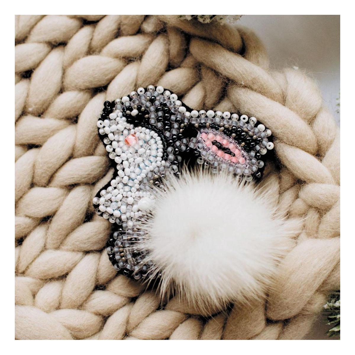АД-026 Набор для вышивки бисером украшения на натур. художественном холсте 'Зайка'6,7*5,9см