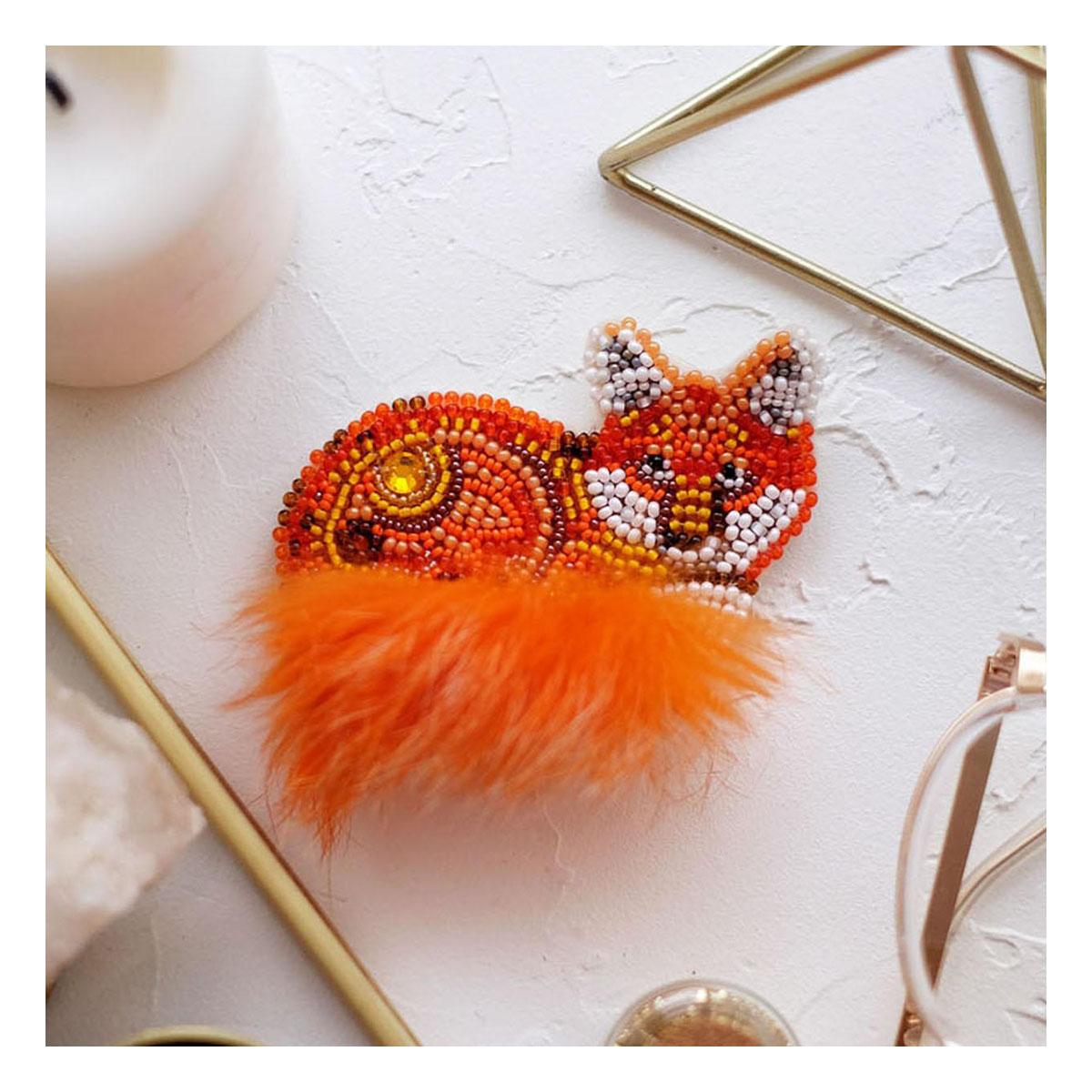 АД-044 Набор для вышивки бисером украшения на натур. художественном холсте 'Рыжехвостая'8,0*6,0см