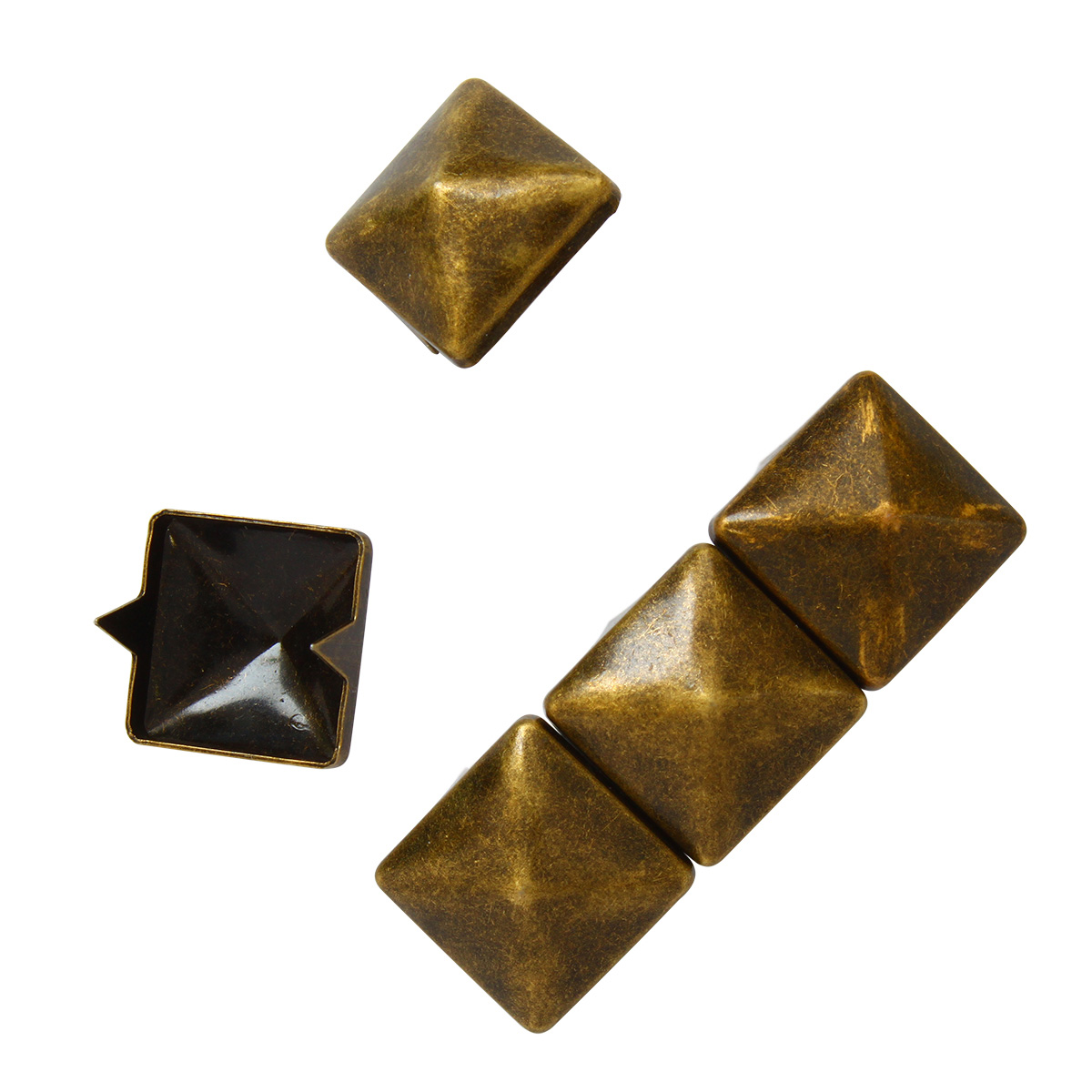 53934 Украшение 12*12мм на шипах лат. 'пирамидка' ГР