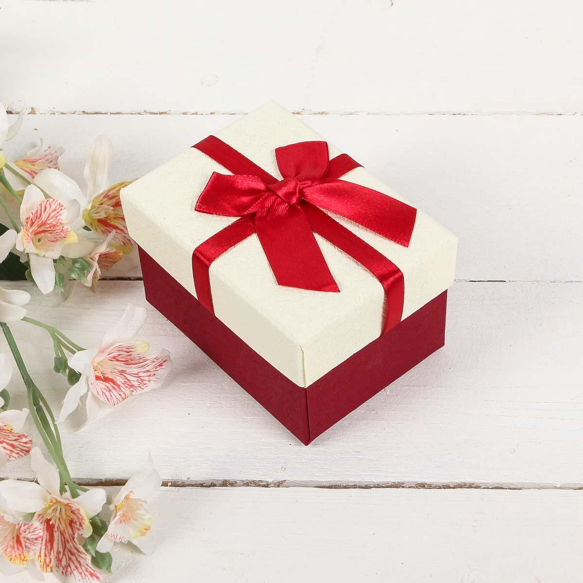 2851015 Коробка подарочная 10*7,5*6 см