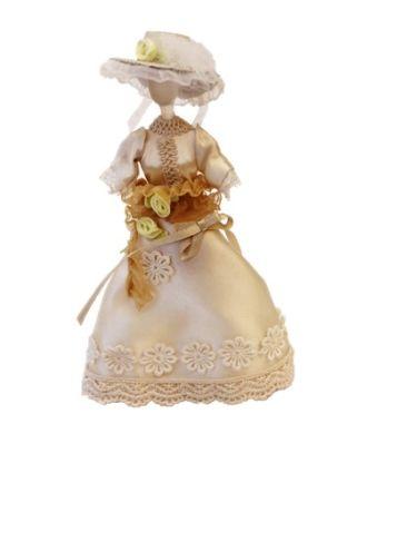 AM0101094 Миниатюра 'Бежевое платье с шляпкой на манекене'