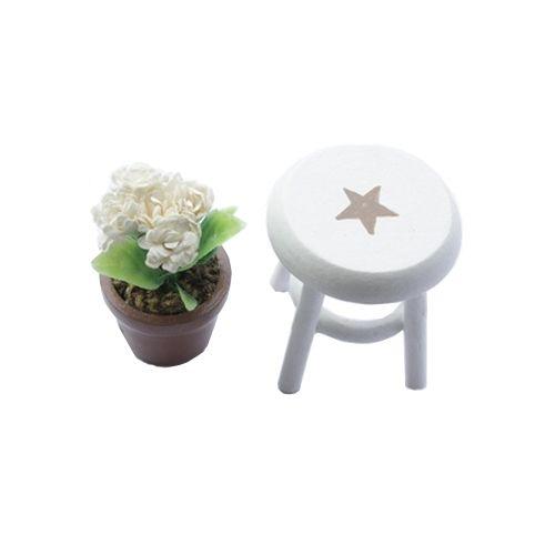 AM0101098 Миниатюра 'Горшочек с цветами на стуле'