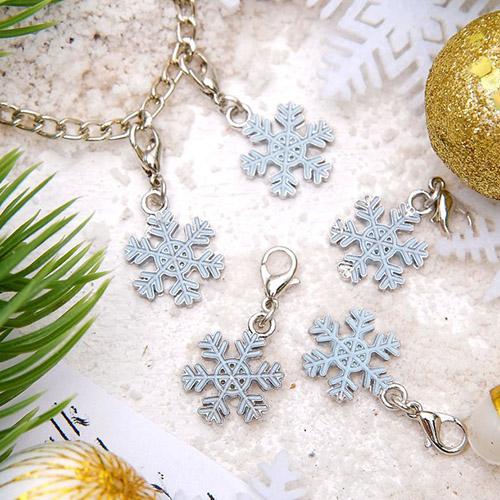 1353748 Шармик 'Снежинка', цвет бело-голубой в серебре