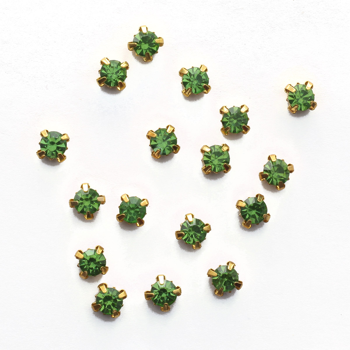 ЗЦ015НН66 Хрустальные стразы в цапах круглые (золото) зеленый 6*6мм, 20 шт/упак Астра