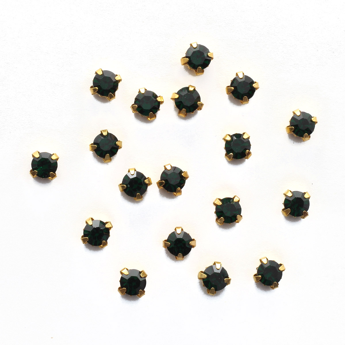 ЗЦ016НН66 Хрустальные стразы в цапах круглые (золото) изумруд 6*6мм, 20шт/упак Астра
