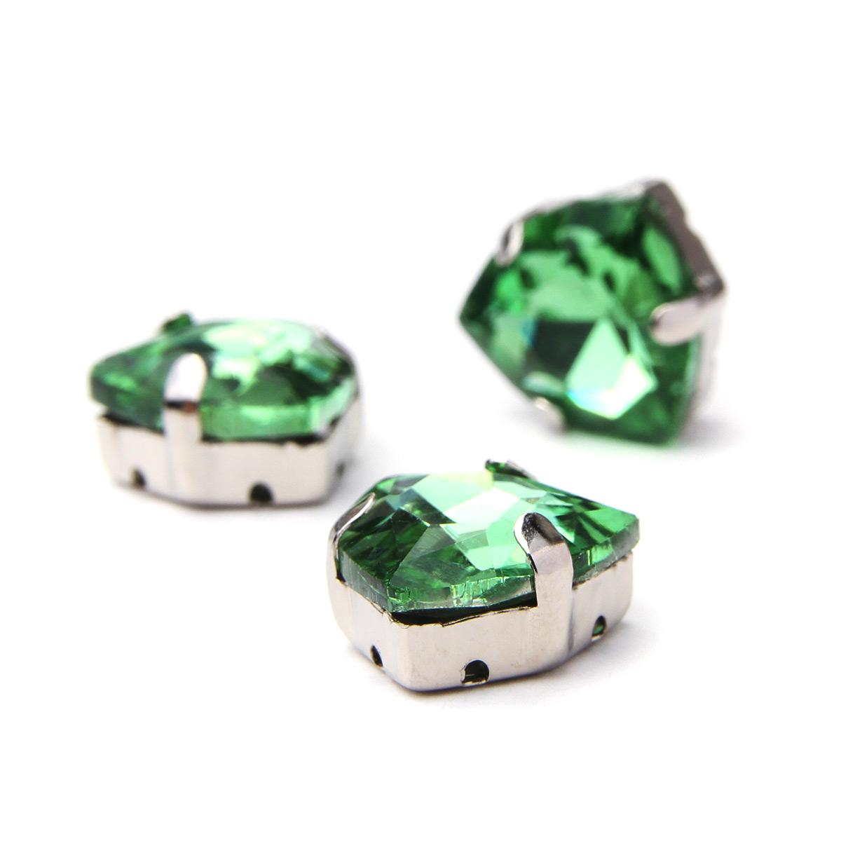 ТЦ007НН12 Хрустальные стразы в цапах треугольные (серебро) светло-зеленый 12мм, 3шт/упак Астра