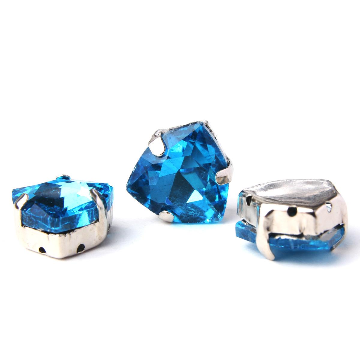 ТЦ009НН12 Хрустальные стразы в цапах треугольные (серебро) ярко-голубой 12мм, 3шт/упак Астра