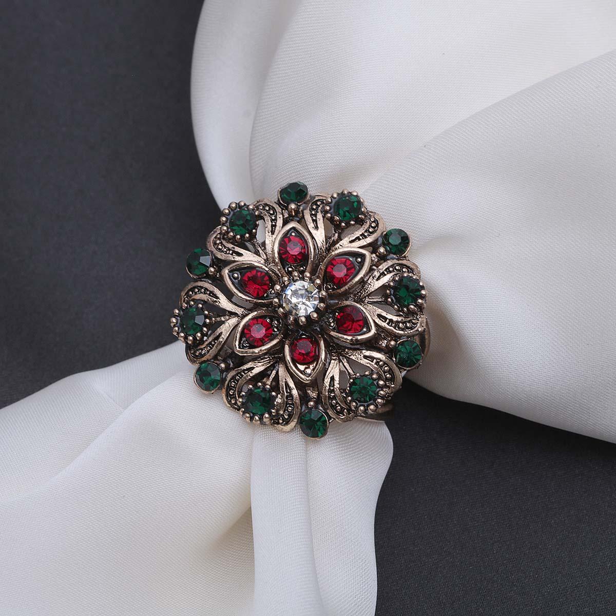 2522025 Кольцо для платка 'Цветок со стразами', цвет красно-зеленый в черненом золоте