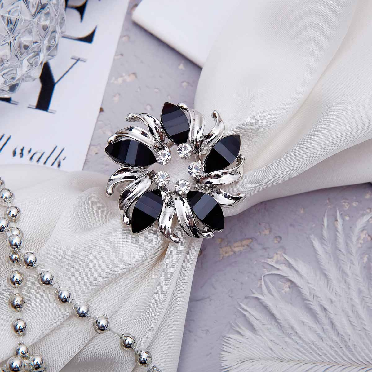 1353789 Кольцо для платка 'Цветок' мак, цвет черный в серебре