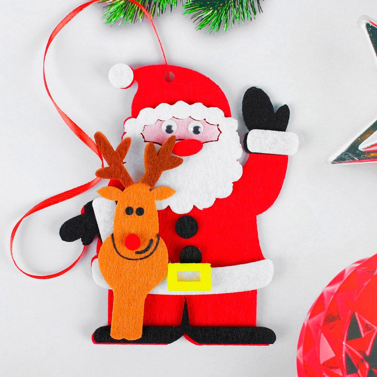4298796 Набор для творчества - создай елочное украшение из фетра 'Дед мороз с оленем'