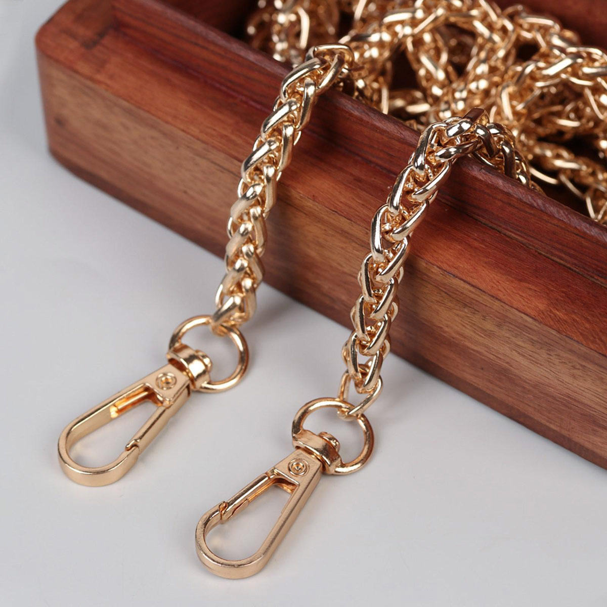 5294063 Цепочка для сумки с карабинами железо d0,7см*120см золотой