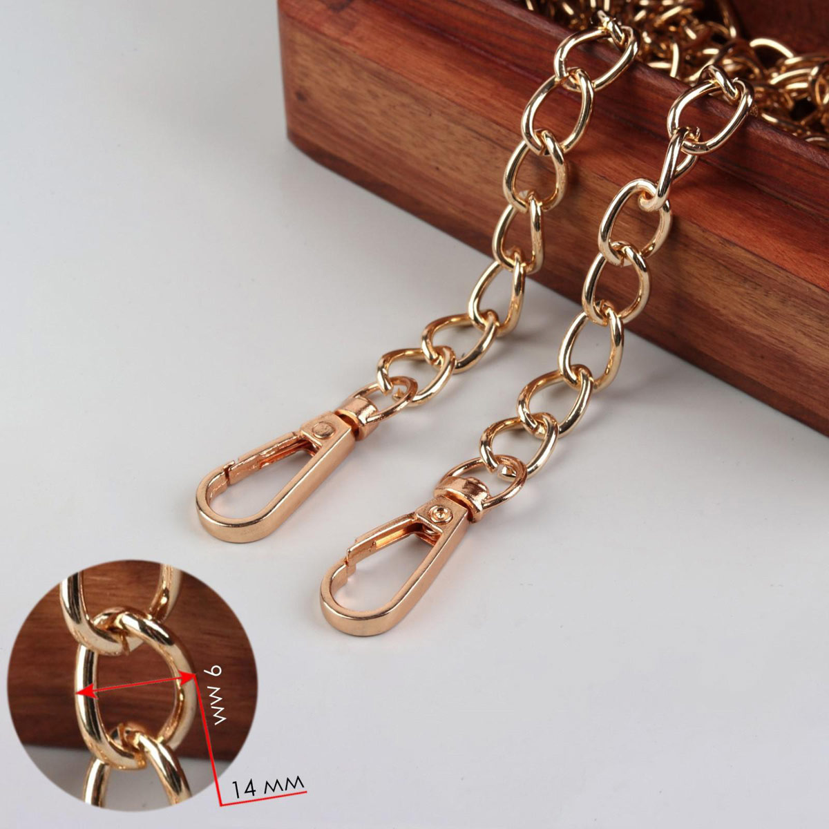 4336939 Цепочка для сумки с карабинами железо 120см 9*14мм золотой