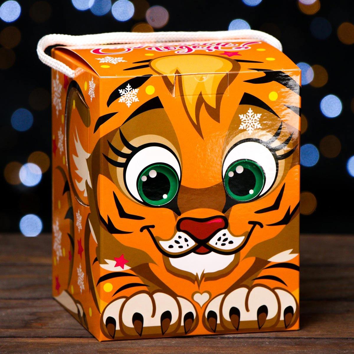 7063684 Подарочная коробка кубик 'Тигренок', рыжий, 12*12*15,5 см
