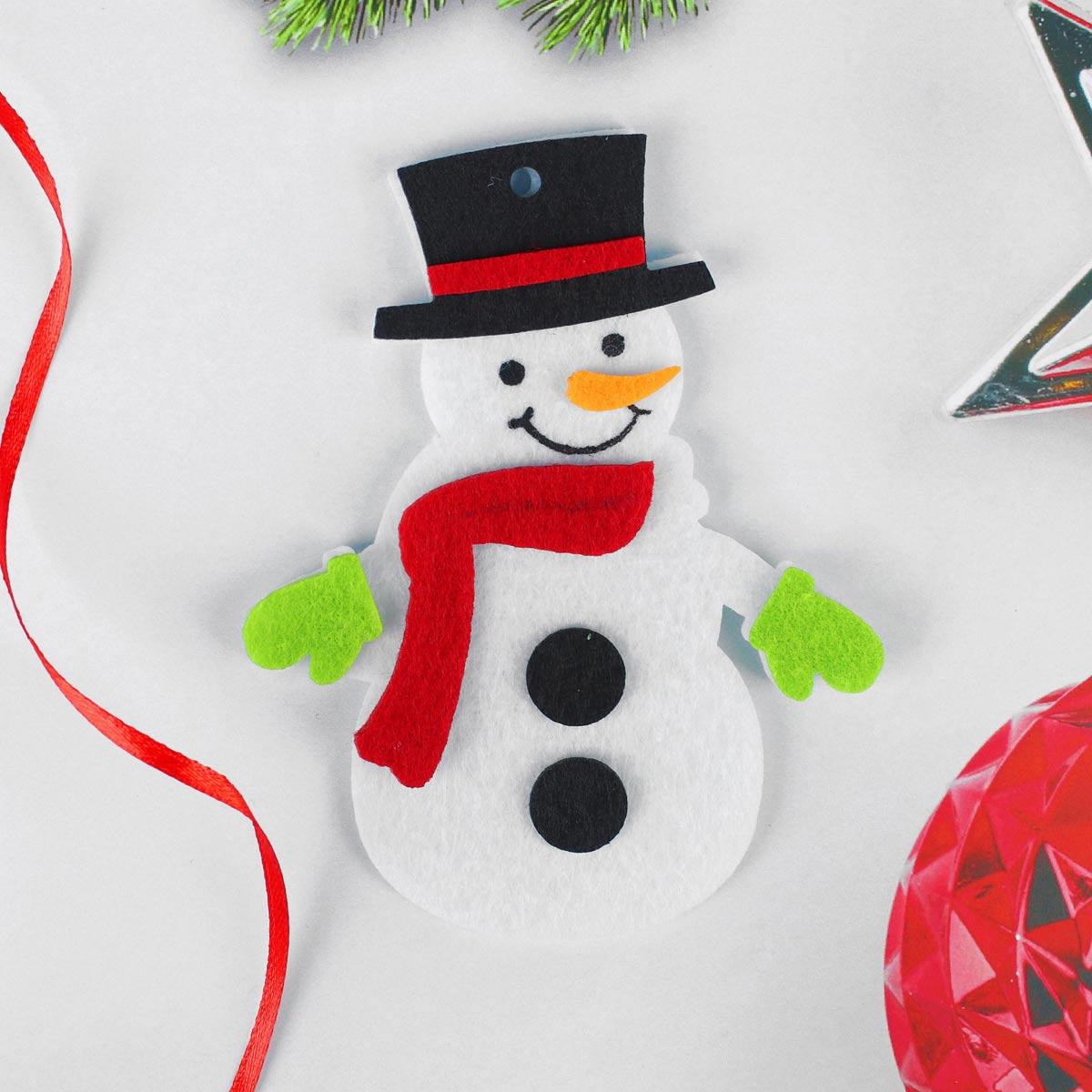 4298784 Набор для творчества - создай елочное украшение из фетра 'Снеговичок в красном шарфике'