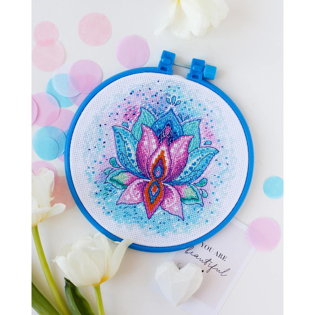 АНМ-046 Набор для вышивания крестом 'Цветок Счастья' 15*15см