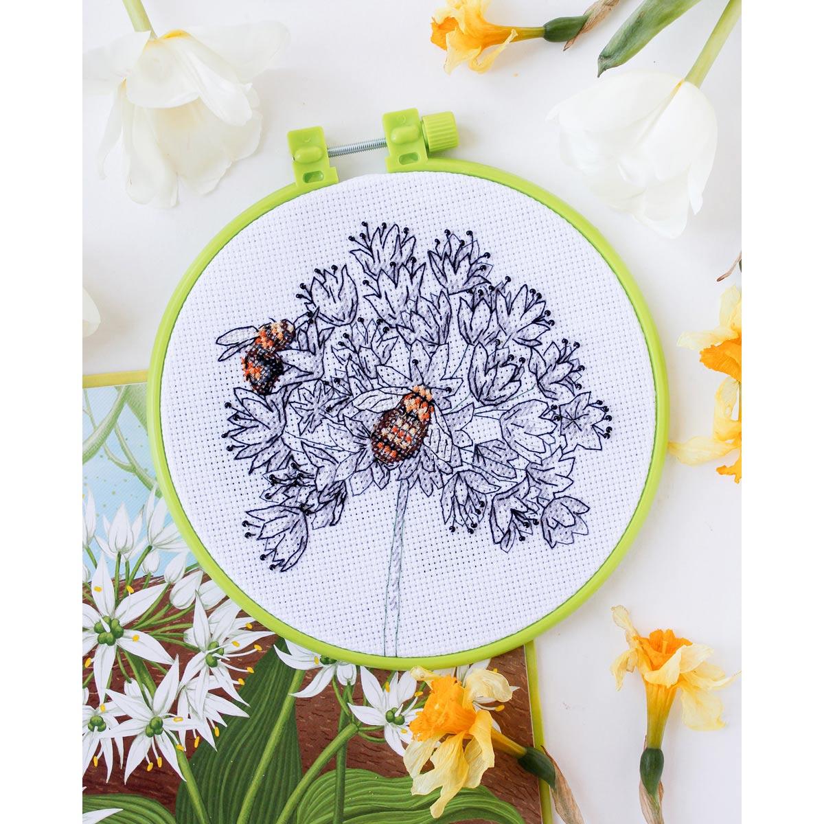 АНМ-049 Набор для вышивания крестом 'Пчелки' 15*15см
