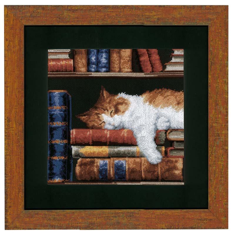 0147121-PN Набор для вышивания Vervaco 'Кошка, спящая на книжной полке' 24x33см