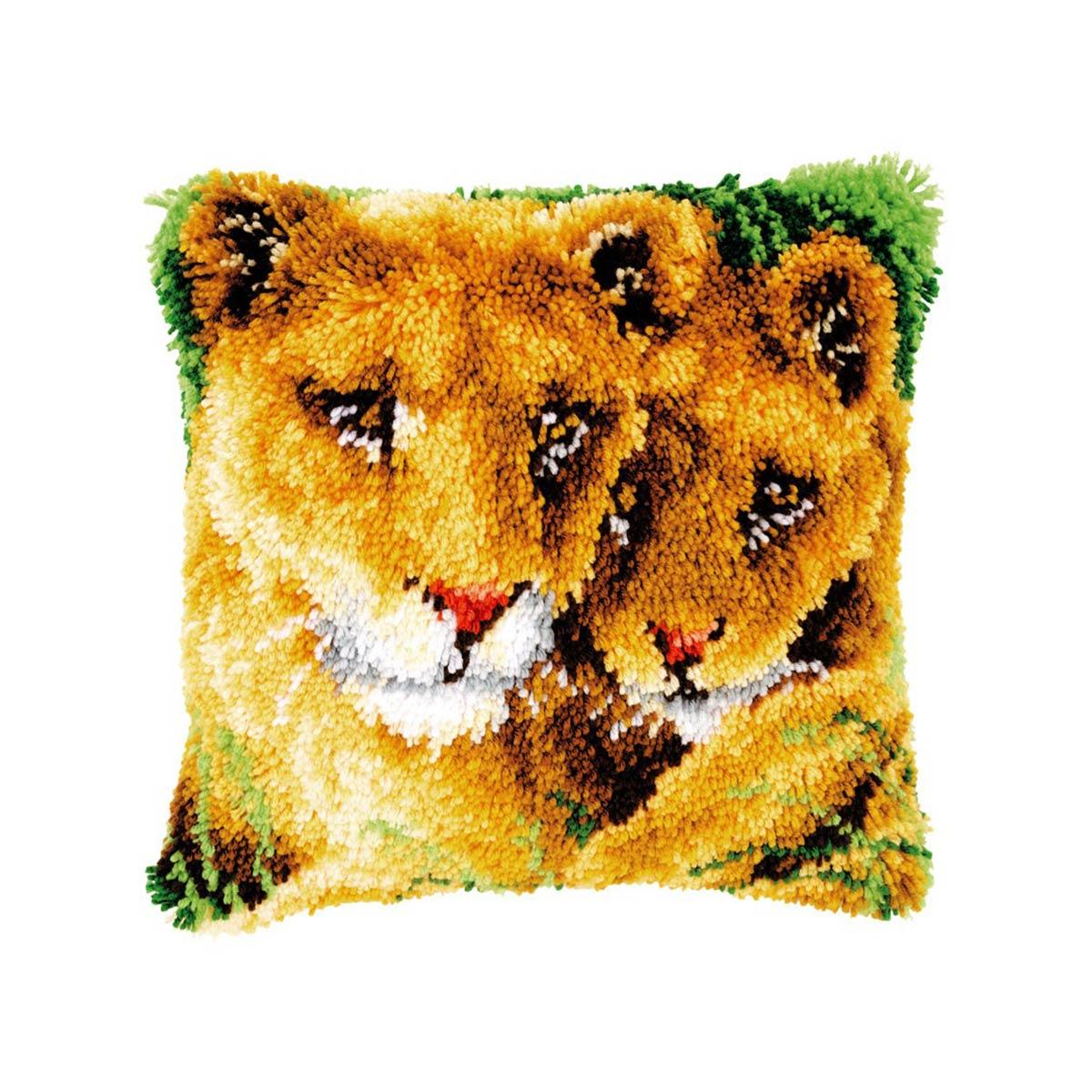 0147954-PN Подушка (ковровая техника) Vervaco 'Львица и львёнок' 40x40 см