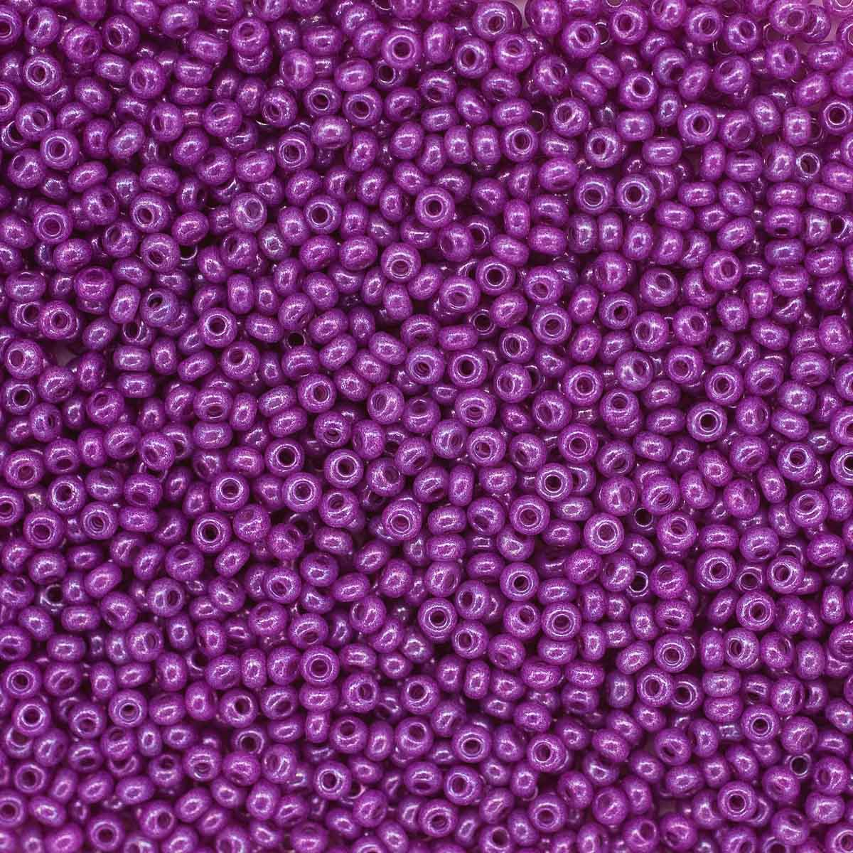 (17325) 331-19001-10/0 Бисер алебастр с блест.покрытием и цв.центром 10/0, круг.отв., 20гр Preciosa