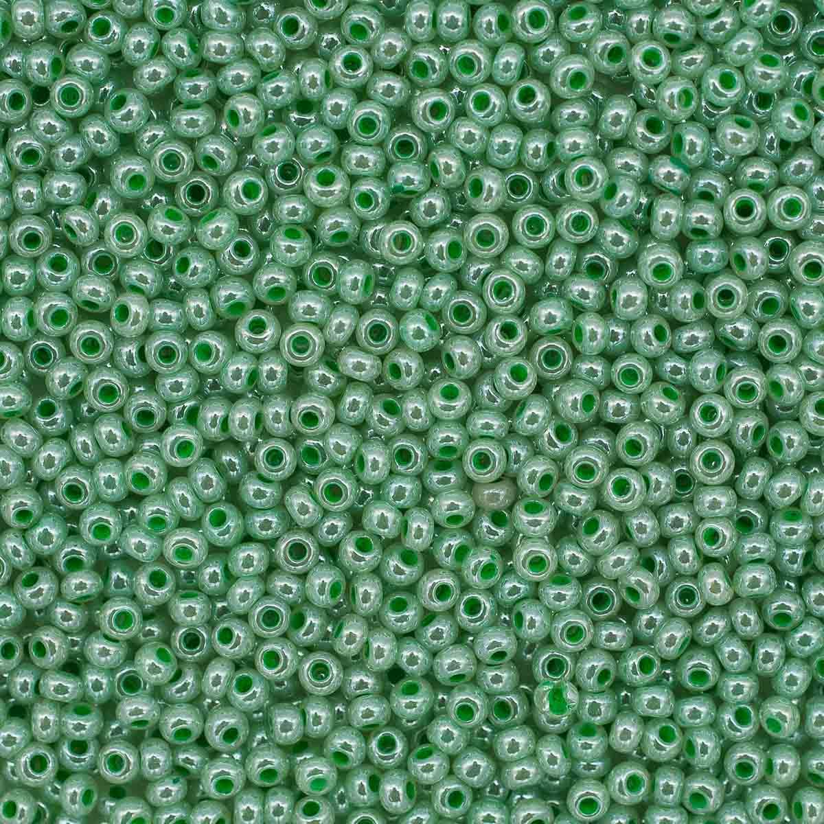 (37356) 331-19001-10/0 Бисер алебастр с блест.покрытием и цв.центром 10/0, круг.отв., 20гр Preciosa