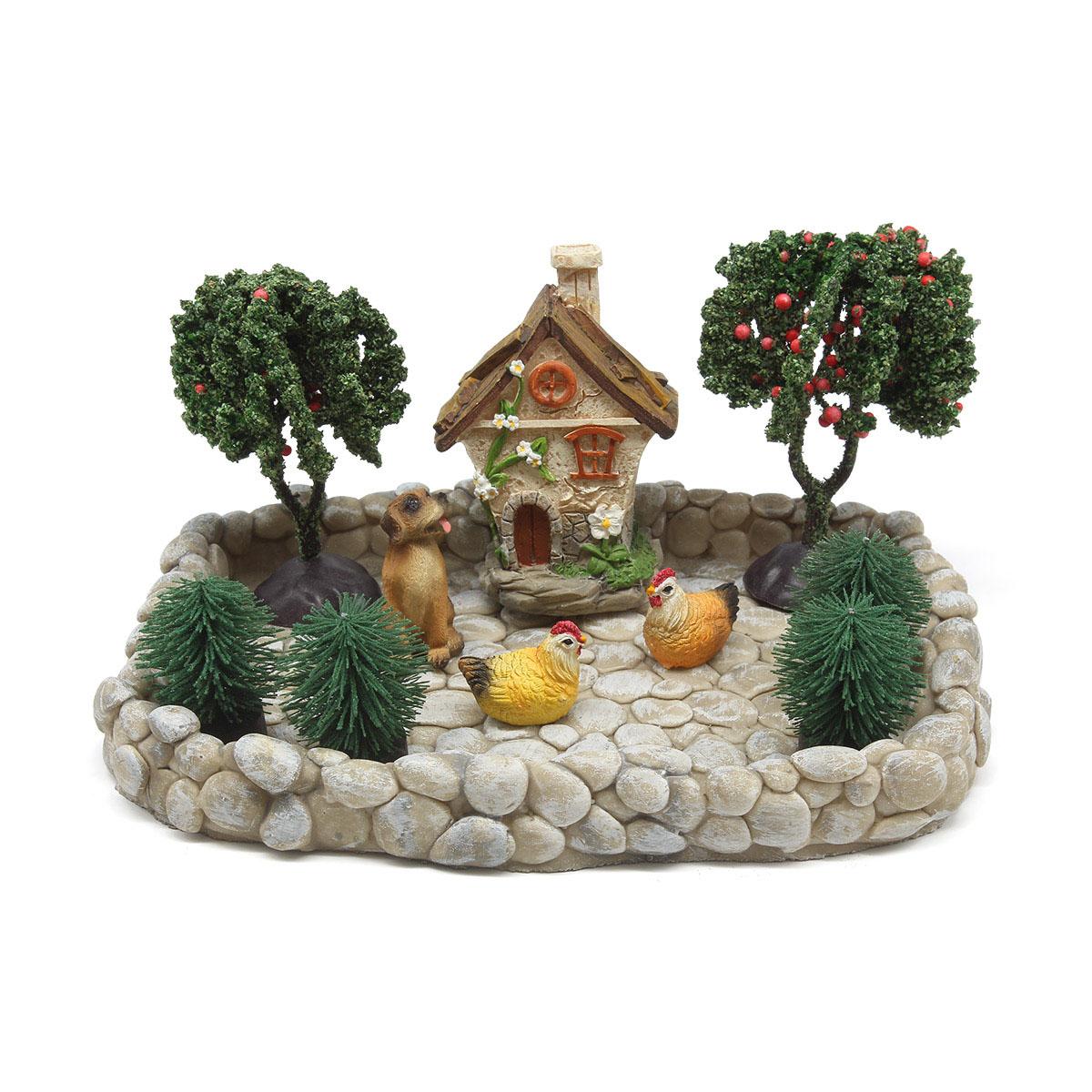 Набор миниатюр 'Дворик с животными'