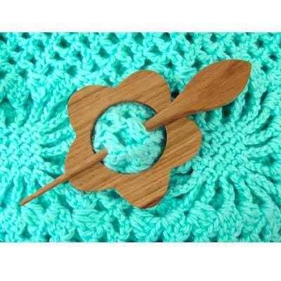 08-1-02 MH COLLECTIONS Заколка декоративная 7х7 см, кедровое дерево