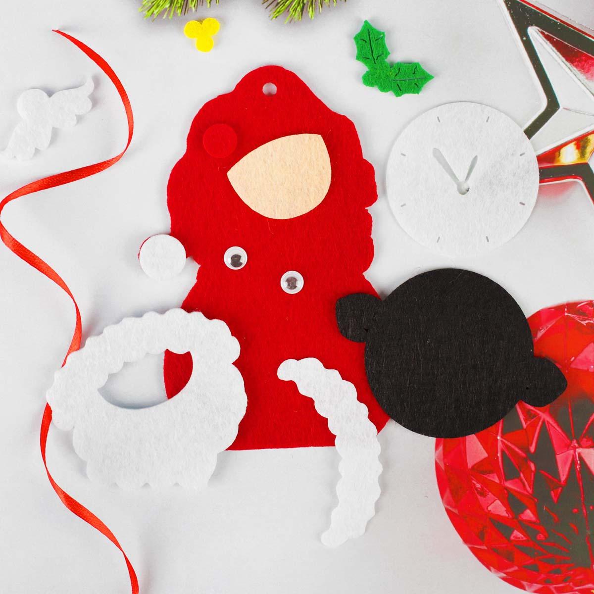 4298788 Набор для творчества - создай елочное украшение из фетра 'Дед мороз с часами'