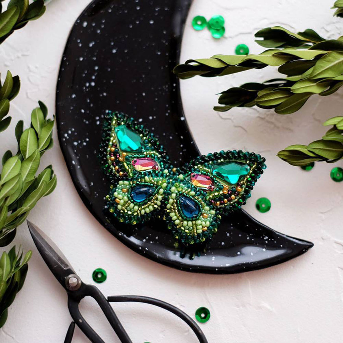 АД-035 Набор для вышивки бисером украшения на натур. художественном холсте 'Изумрудный август'7,0*4,0см